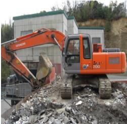 日立SK200-5挖掘机热机动作变慢维修