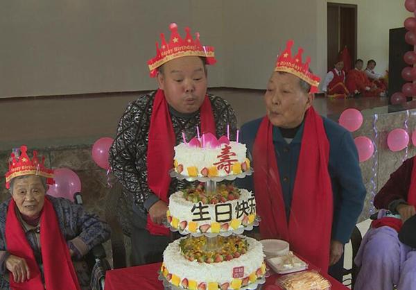 长寿养老院生日聚会