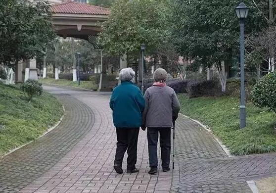 老年人散步的好处