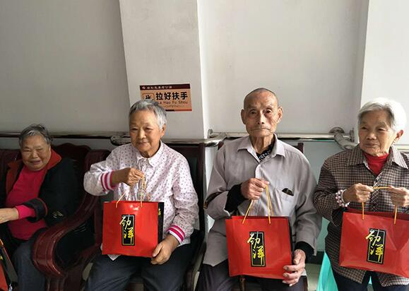 养老院多沟通对关爱老人的重要性