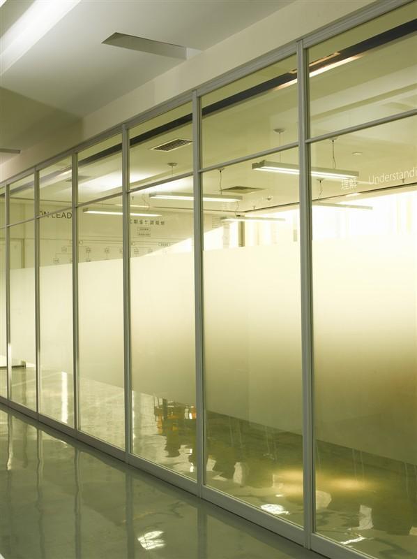 为什么要装修办公室的玻璃隔断?