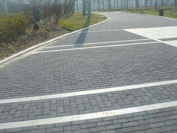 黑山谷绿化区透水砖