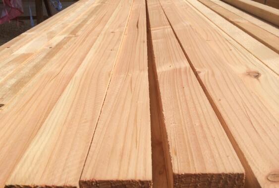 建筑木方弯曲变形的原因是什么?