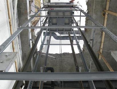 电梯井道钢管架安装