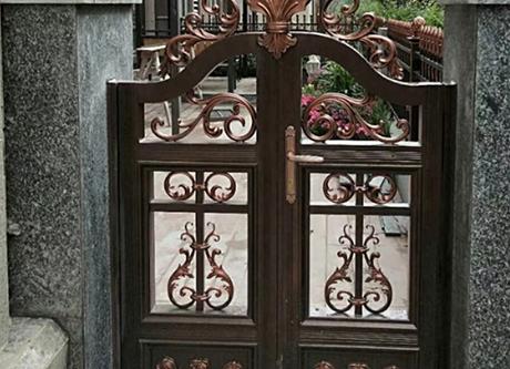 别墅花园门