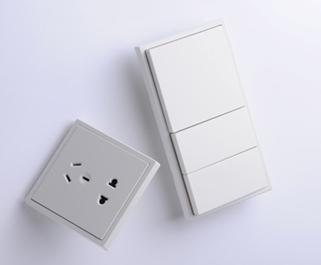 在安装墙壁开关面板上的接线采用插入压接方式