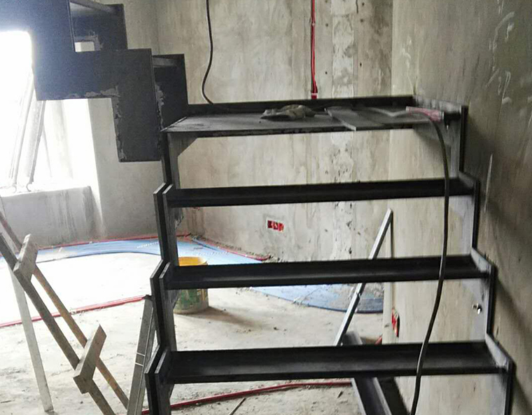 重庆别墅钢结构楼梯施工
