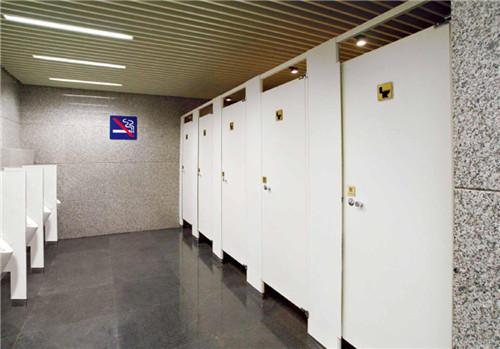 厕所挡板安装