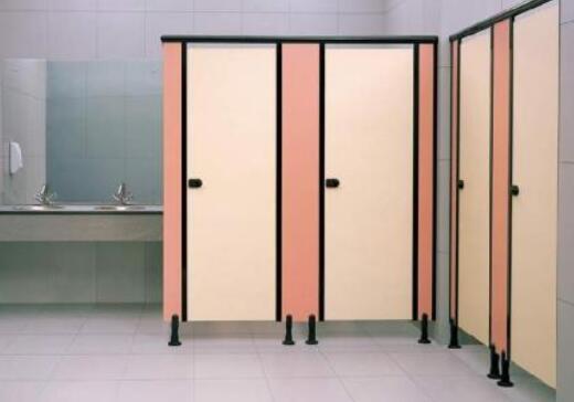 卫生间隔断需具备的特点与延长使用时间的方法