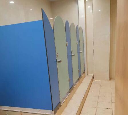 卫生间隔断安装要按照步骤进行安装