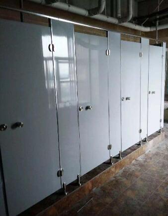 卫生间隔断为我们提供了隐蔽的环境