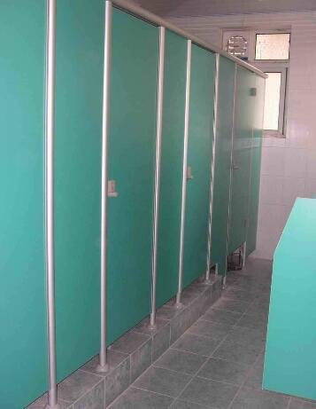 卫生间隔断配件及材质怎么进行区分