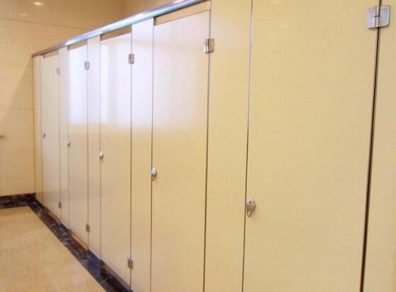 卫生间隔断一个蹲位的价格是多少钱