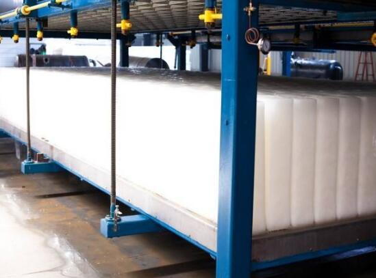 工业冰块在制作过程中水的质量关系着冰的质量