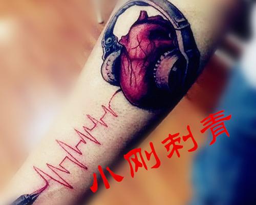 腿部图案纹身