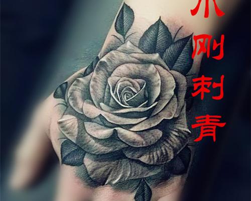 手背花纹身