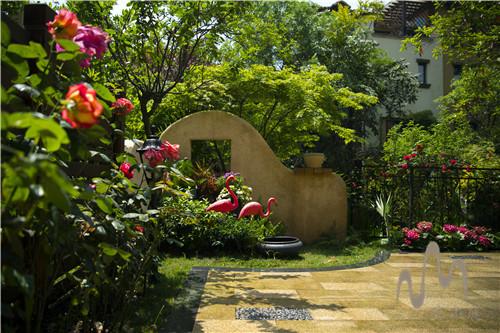 别墅庭院设计中种植一些炮仗花可以增加色彩