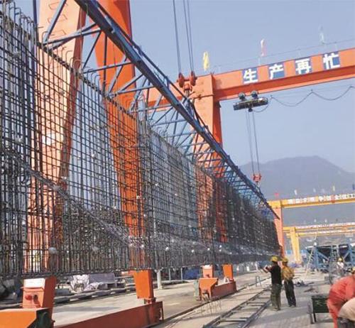 在工程施工中运用到挂篮很常见就地分的段悬臂作业