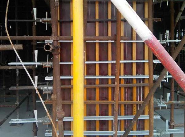 方柱钢模板安装施工