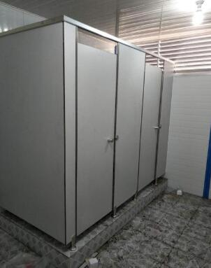 卫生间隔断不会变形的解决方法