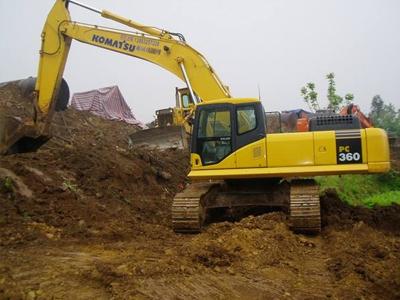 挖掘机运行熄火维修