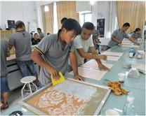 重庆艺术涂料工作人员进行肌理漆制作