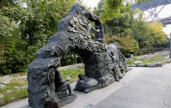 玻璃钢雕塑与铸铜雕塑的制作工艺也有很大的区别