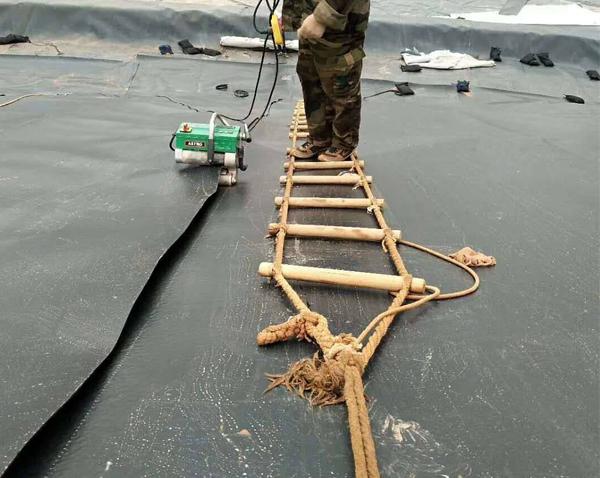 防渗膜软梯施工
