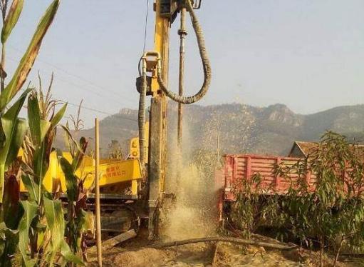 水井钻机是采用哪种方式进行工作的?