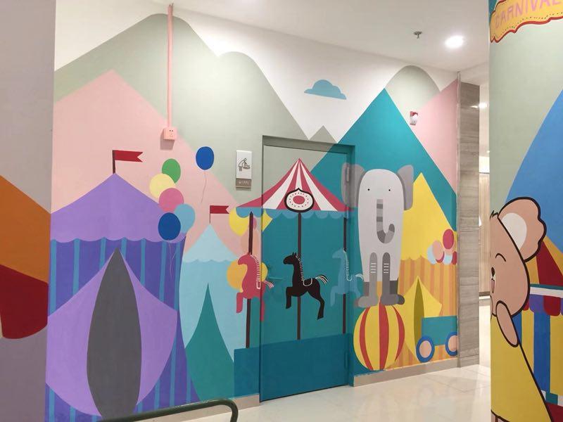 曲靖幼儿园是选择彩绘好还是喷绘好呢?