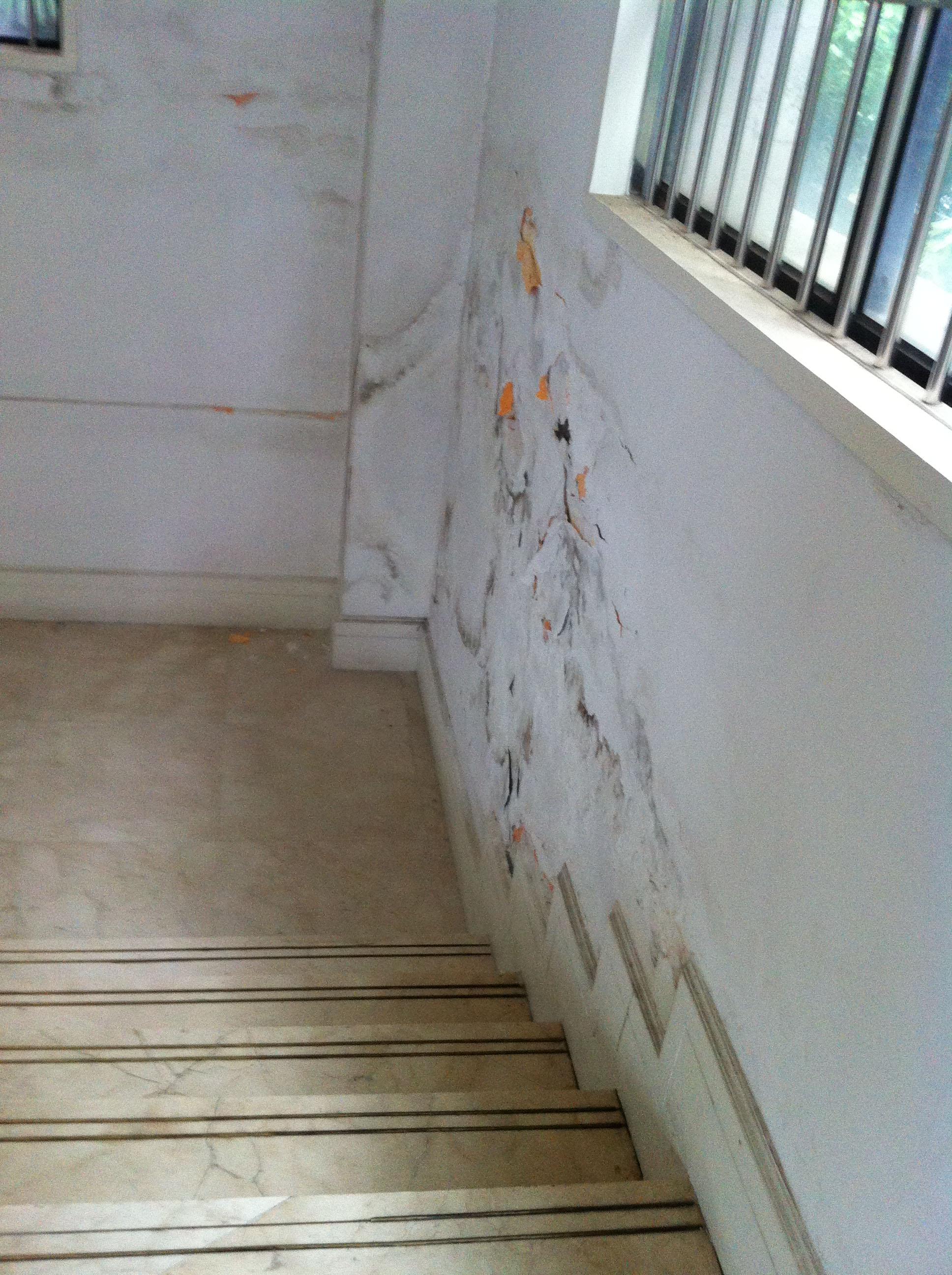 楼梯间墙壁渗水