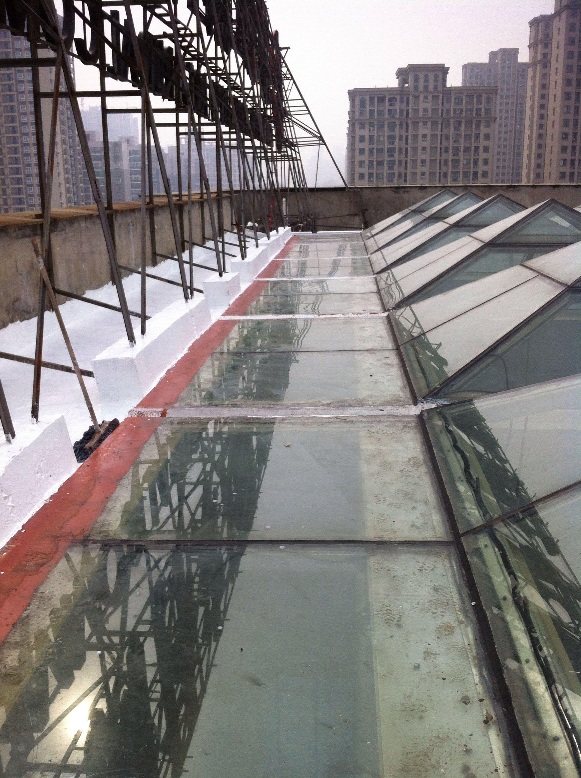 采光玻璃屋顶漏水维修