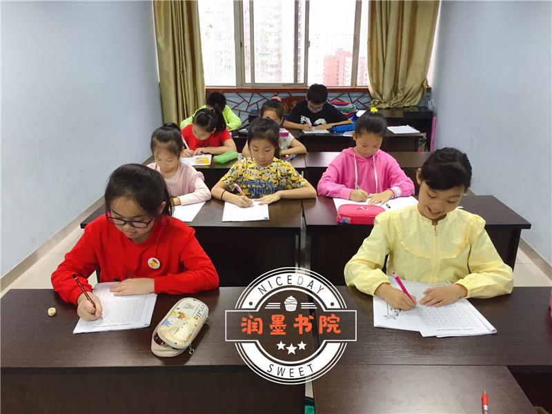 书法培训课程学生课堂
