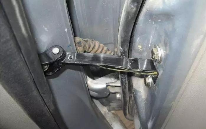经常大力关车门会造成的伤害有哪些?
