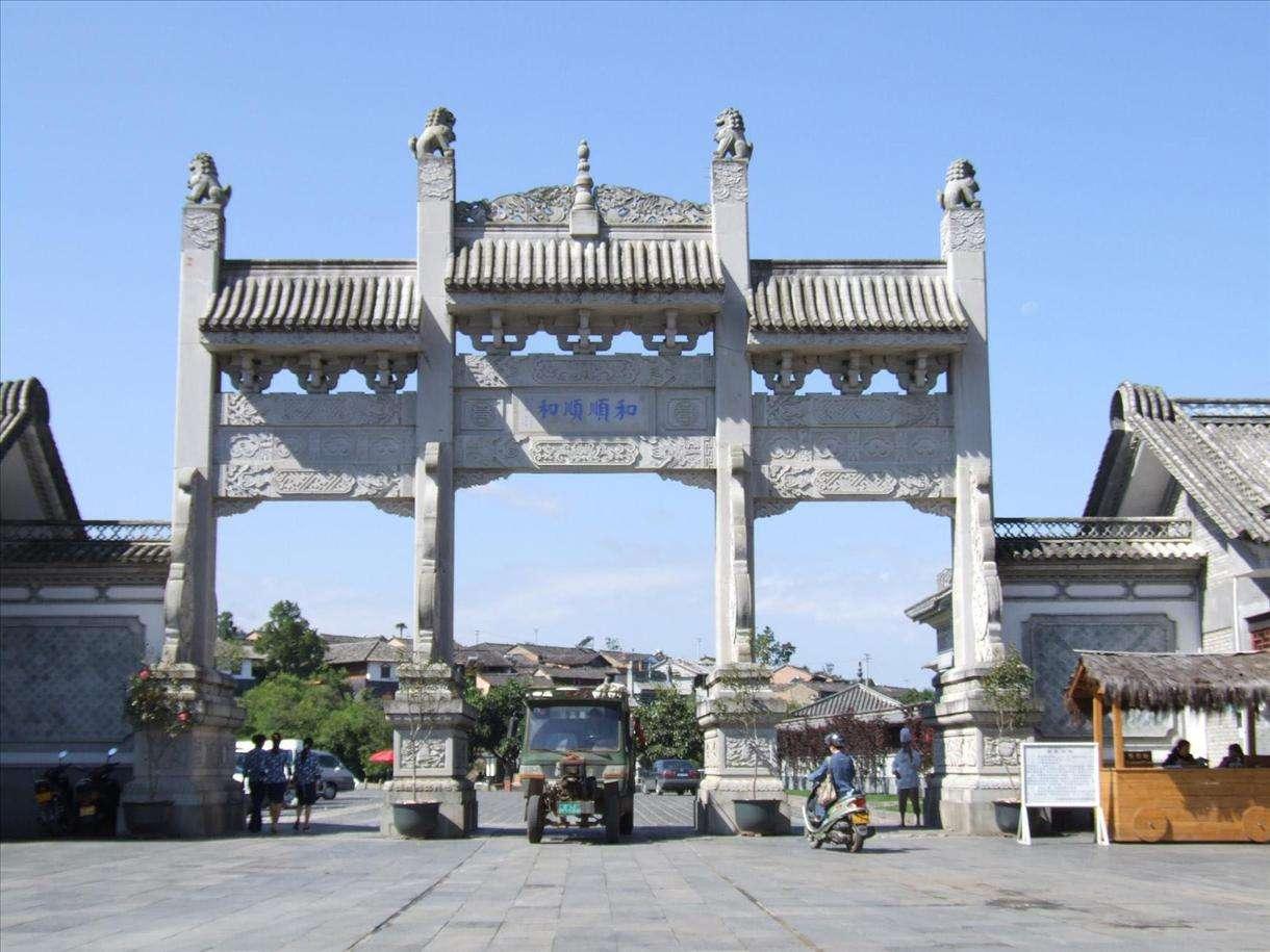 设计襄阳石雕牌坊时可与地方特色紧密结合
