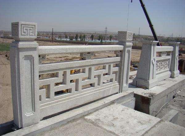 安装襄阳石雕栏杆前要仔细检查石栏杆的各个构件