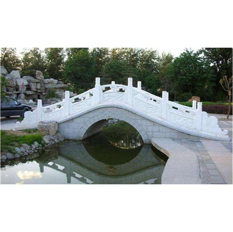 白色石雕栏板