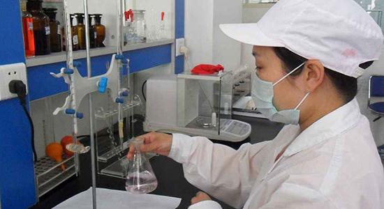 纯净水化验室一角