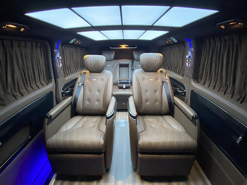 奔驰威霆升级改装成迈巴赫VS680L,经典迈巴赫银黑双拼