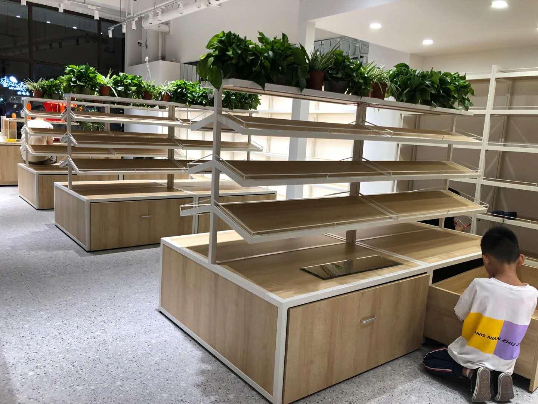 在南京开个化妆品店一般需要提前多久就着手准备定做化妆品货架呢