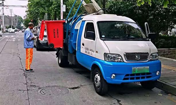 纯电动垃圾车在南京市建邺区投入使用