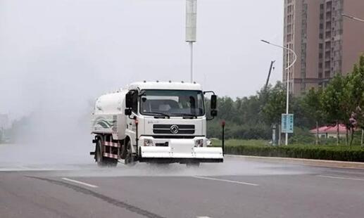 郑州市科学大道电动扫路清洗车投入使用