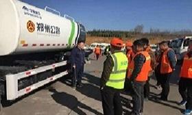 环卫车冬季保洁车辆放水培训活动