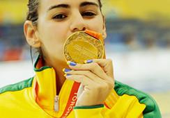 来自地球另一端的美丽泳者 -- 卡密莉 . 罗德里奎兹