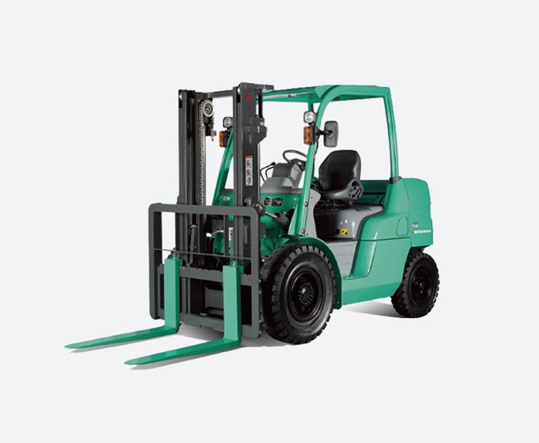 载重4000-5500kg四轮柴油汽油平衡式叉车