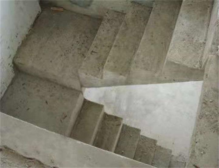 水泥现浇筑楼梯楼板现场