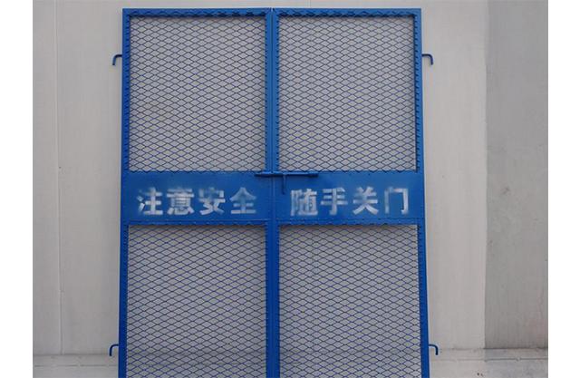 亚博yabo登入施工电梯门