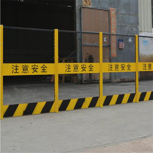 新乡/周口基坑临边护栏围挡一般在建筑施工工地比较常见