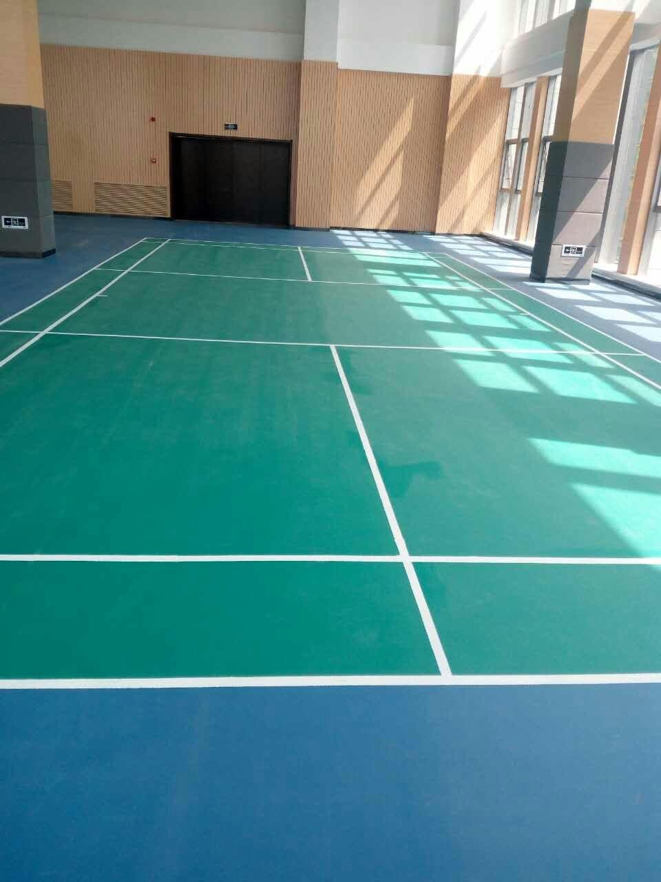 关于长沙塑胶地板耐磨层的问题