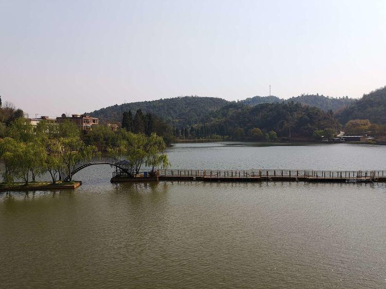 昆明二龙湖山庄